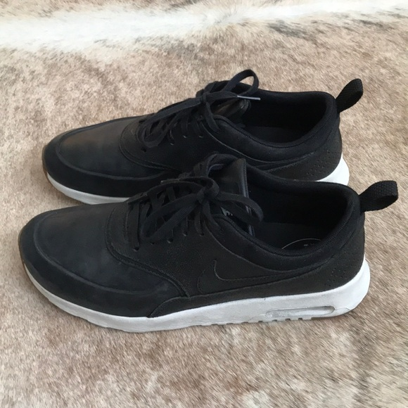 timeless design e6690 78201 Nike Air Max Thea Premium black leather sneaker. M 5a4e59e3daa8f628df00c8e8